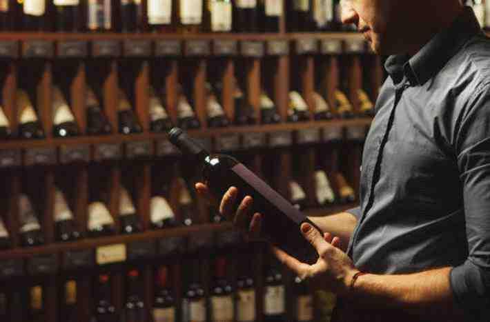 Comment conserver les bouteilles dans une cave à vin électrique?