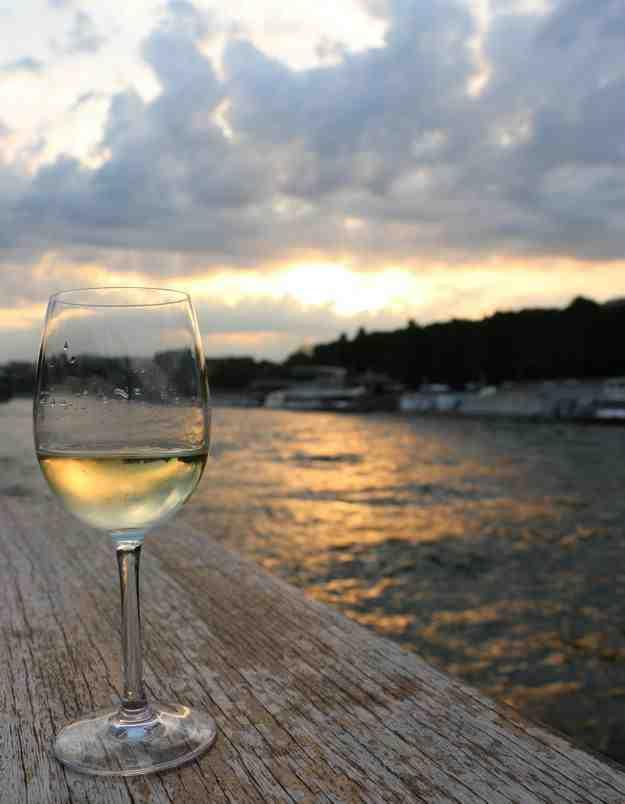 Le vin blanc augmente-t-il la tension?