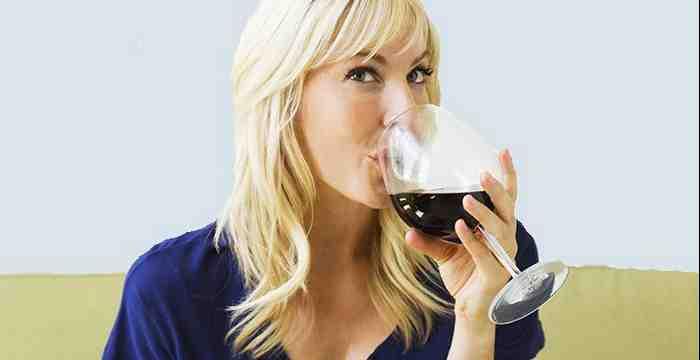 Le vin fait-il grossir l'estomac?