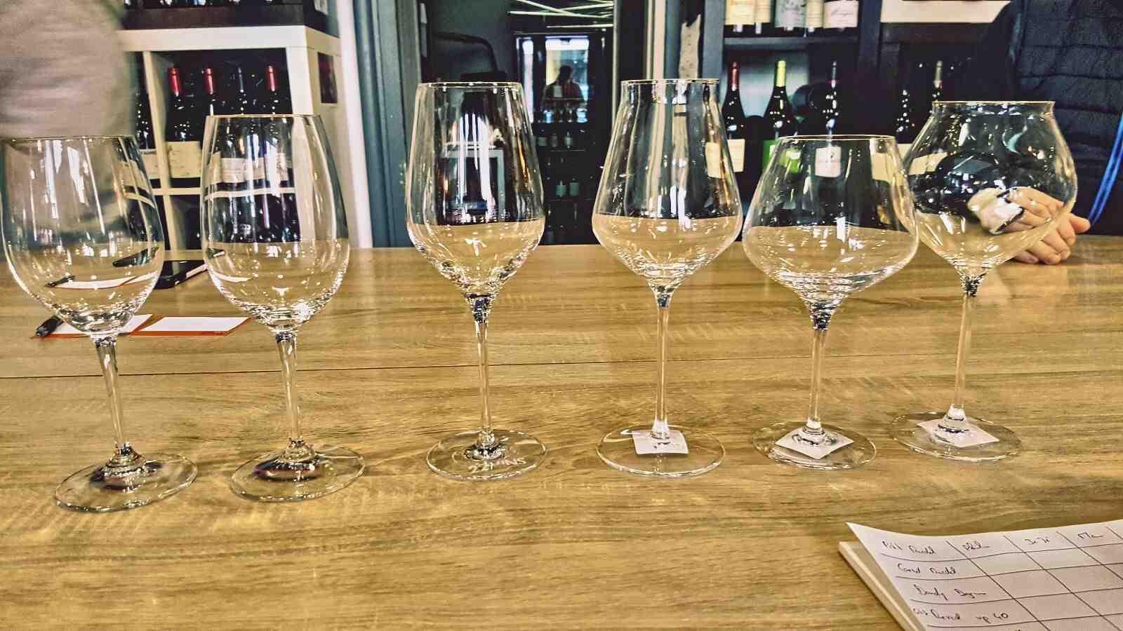 Comment bien investir dans le vin?