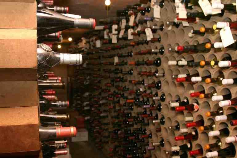 Comment faire vieillir le vin sans cave?