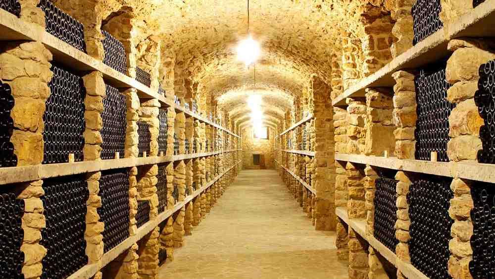 Quelle est la différence entre les caves de stockage et de vieillissement?